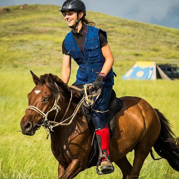 Lara Prior-Palmer on horse